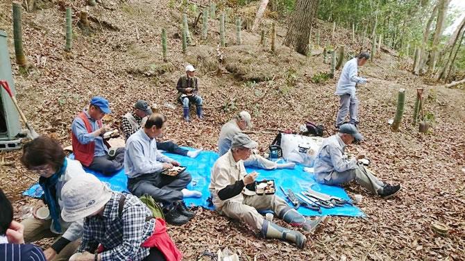 活動地『奄山ふれあいの森』竹を伐る体験をし、自然を感じながら昼食